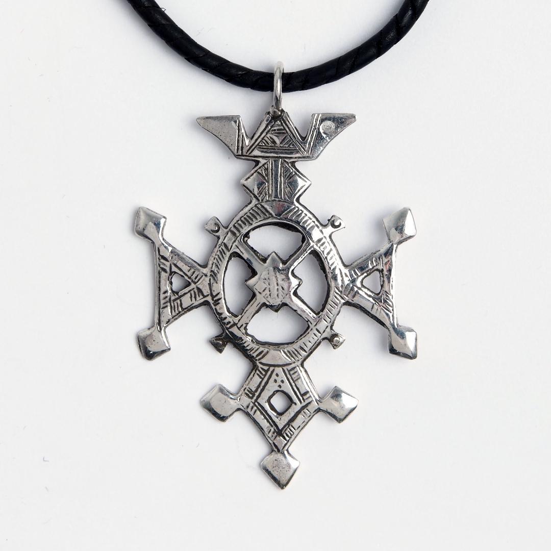 Cruce tuaregă Tchin-Tabaraden, argint, șnur de piele, Niger