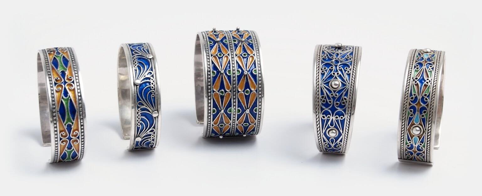 Brățări lucrate manual în Maroc, argint și email
