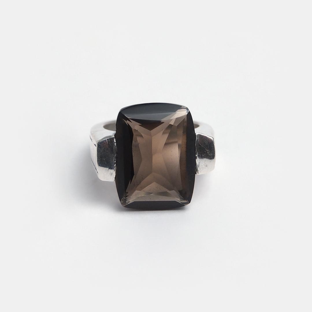 Inel din argint și cuarț fumuriu fațetat Khona, India