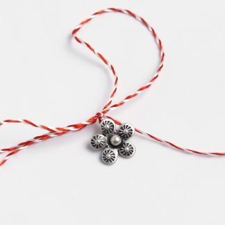 Mărțișor floricică cu petale bombate din argint
