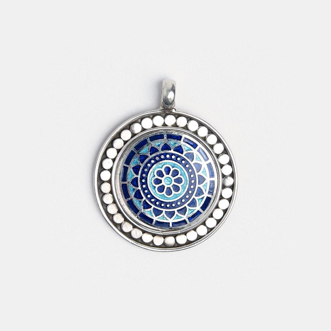 Medalion din argint Kamal cu email albastru și bleu, India