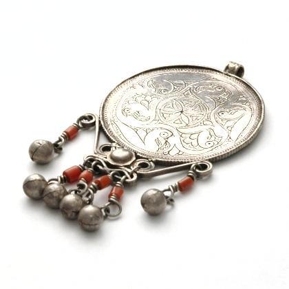 Pandantiv afgan Shiraz, argint și coral, sec XX