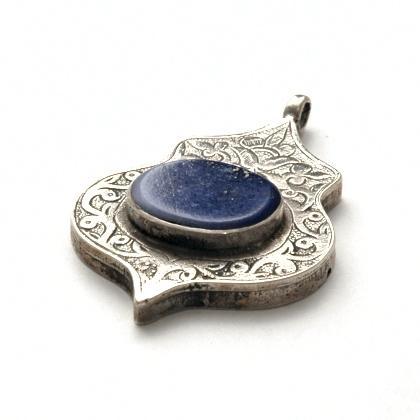 Pandantiv afgan Teke, argint și lapis lazuli