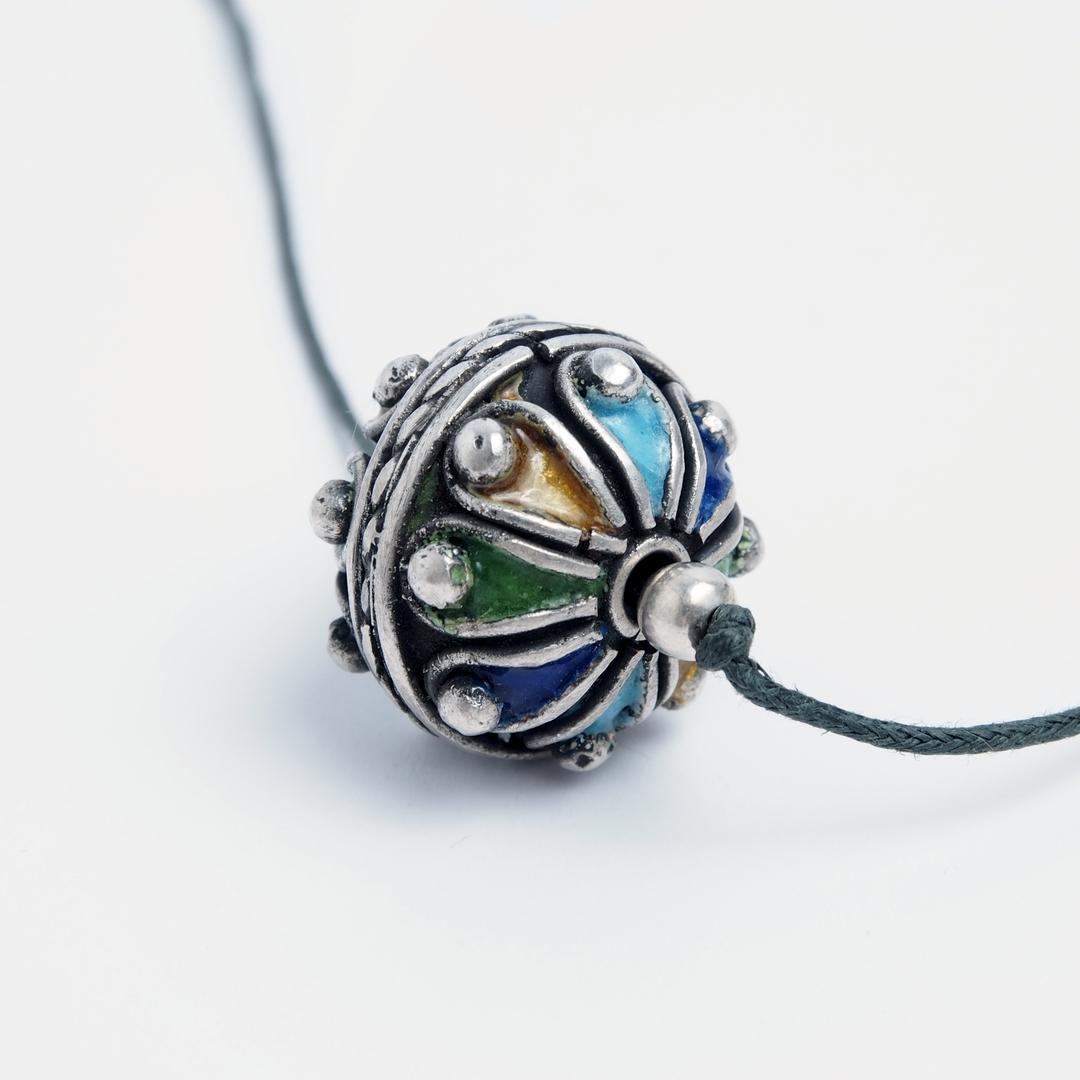 Pandantiv amuletă taguemmout, argint și email, Maroc