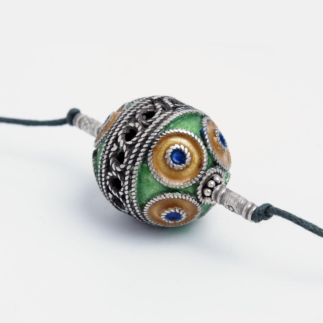 Pandantiv amuletă taguemmout oval, argint și email, Maroc