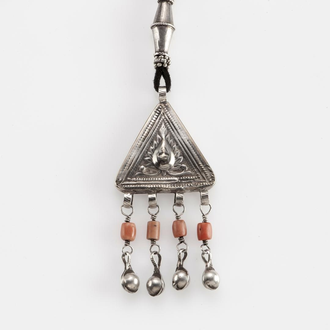 Pandantiv antique, argint și coral, Afganistan, sec XX