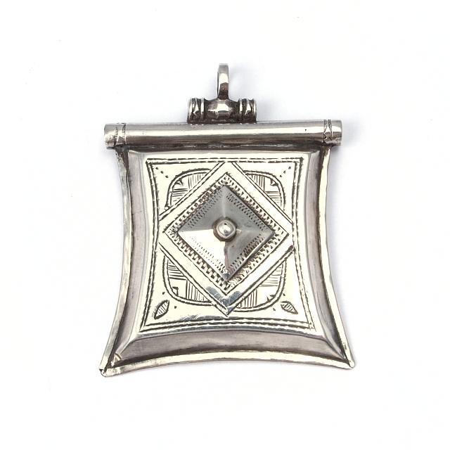 Pandantiv argint kitab, Sahara