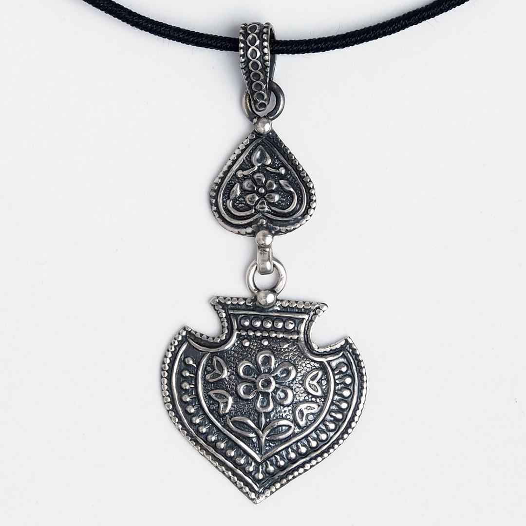 Pandantiv argint patinat Hari, India
