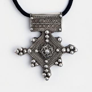 Pandantiv cruce Boghdadiya, argint patinat, Maroc