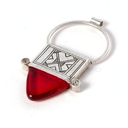 Pandantiv cruce tuaregă In-Gall, argint și sticlă roșie