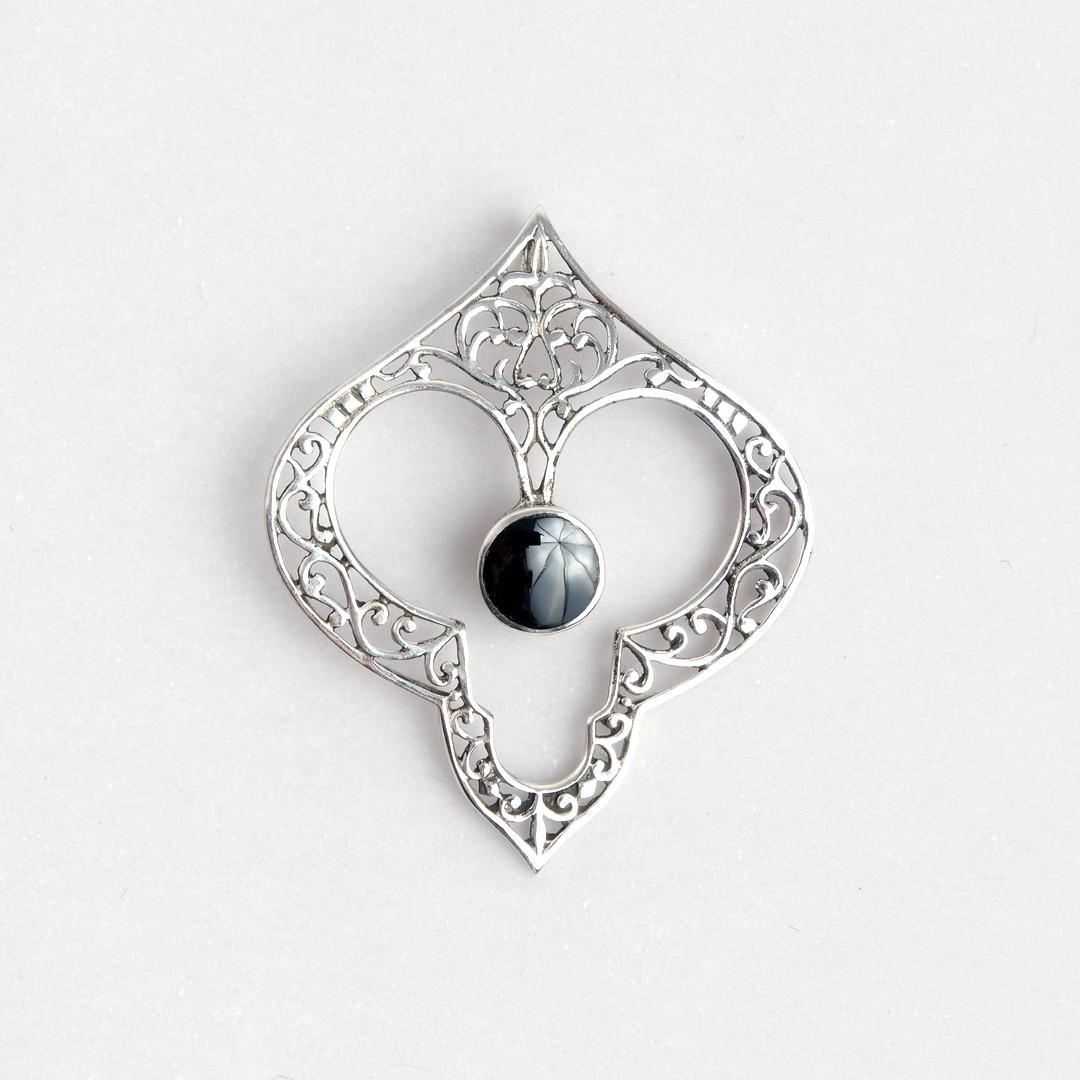 Pandantiv inimă Amor, argint și onix negru