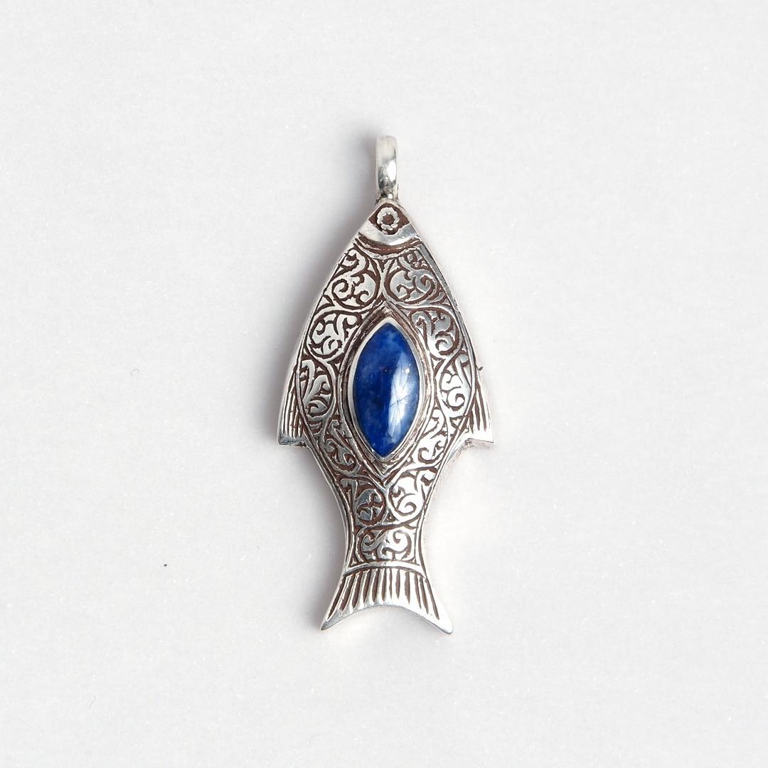 Pandantiv pește, argint și lapis lazuli, Afganistan