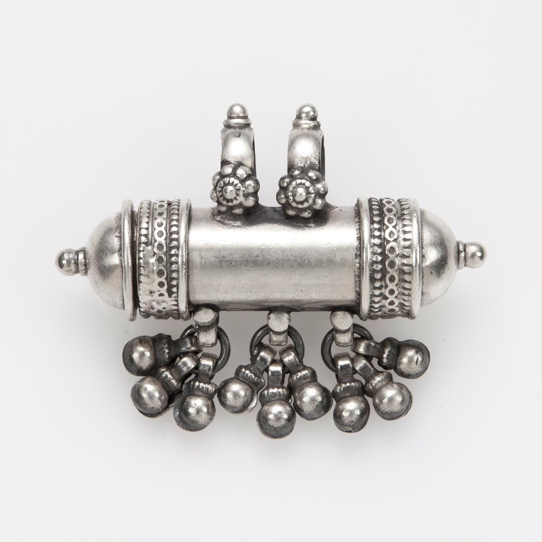 Pandantiv-recipient amuletă, ciucurași, argint, India