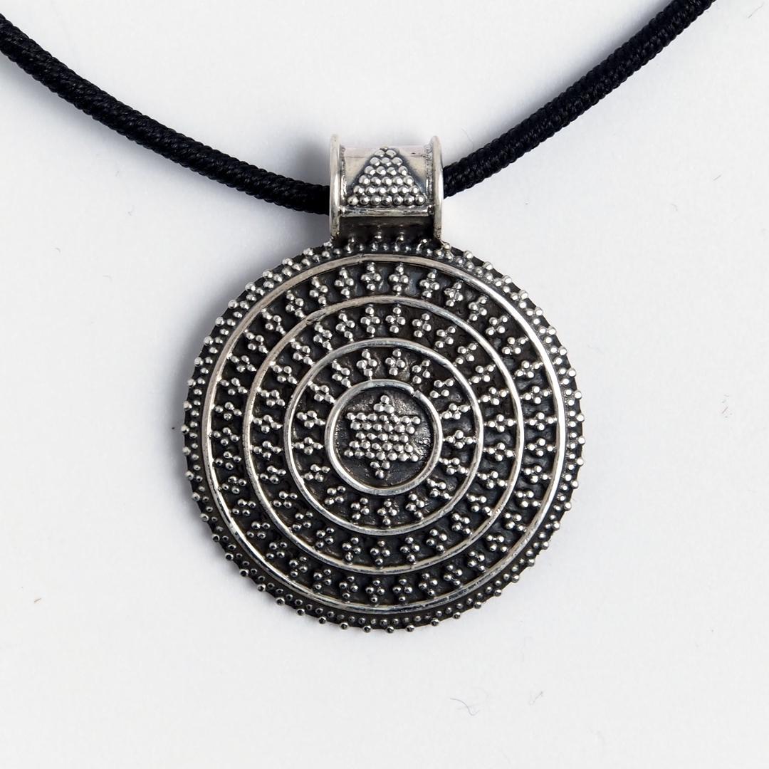 Pandantiv rotund cer înstelat, șnur negru, argint, India