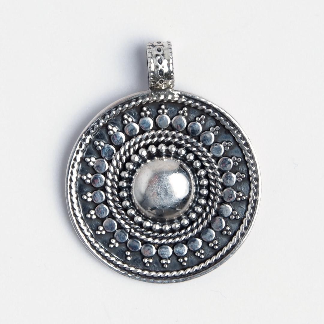 Pandantiv rotund Charvi, argint oxidat, India