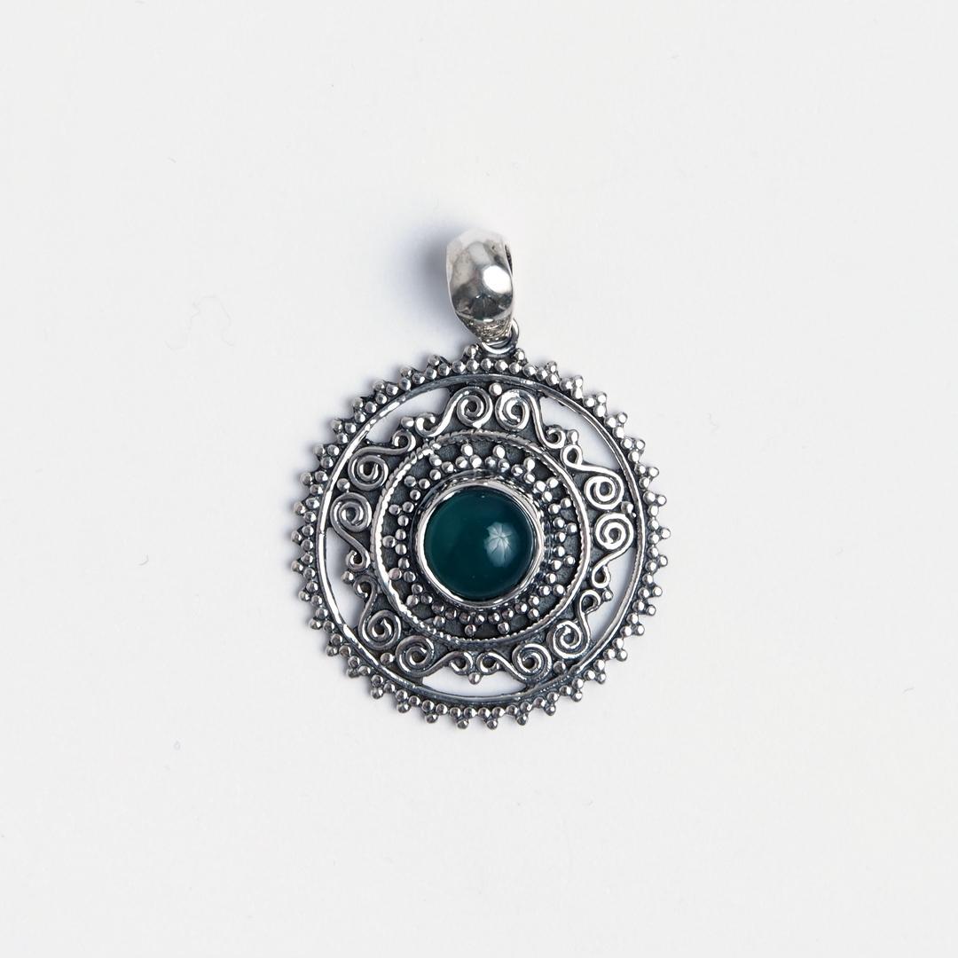 Pandantiv rotund Rohan, argint și agată verde, India