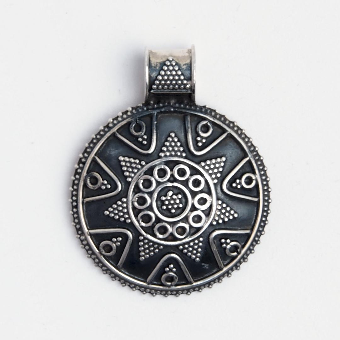 Pandantiv rotund stea, argint patinat, India