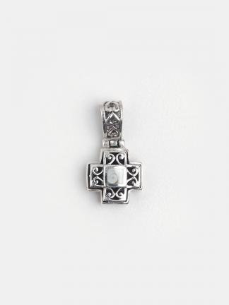Cruciuliță bizantină din argint filigranat și scoică